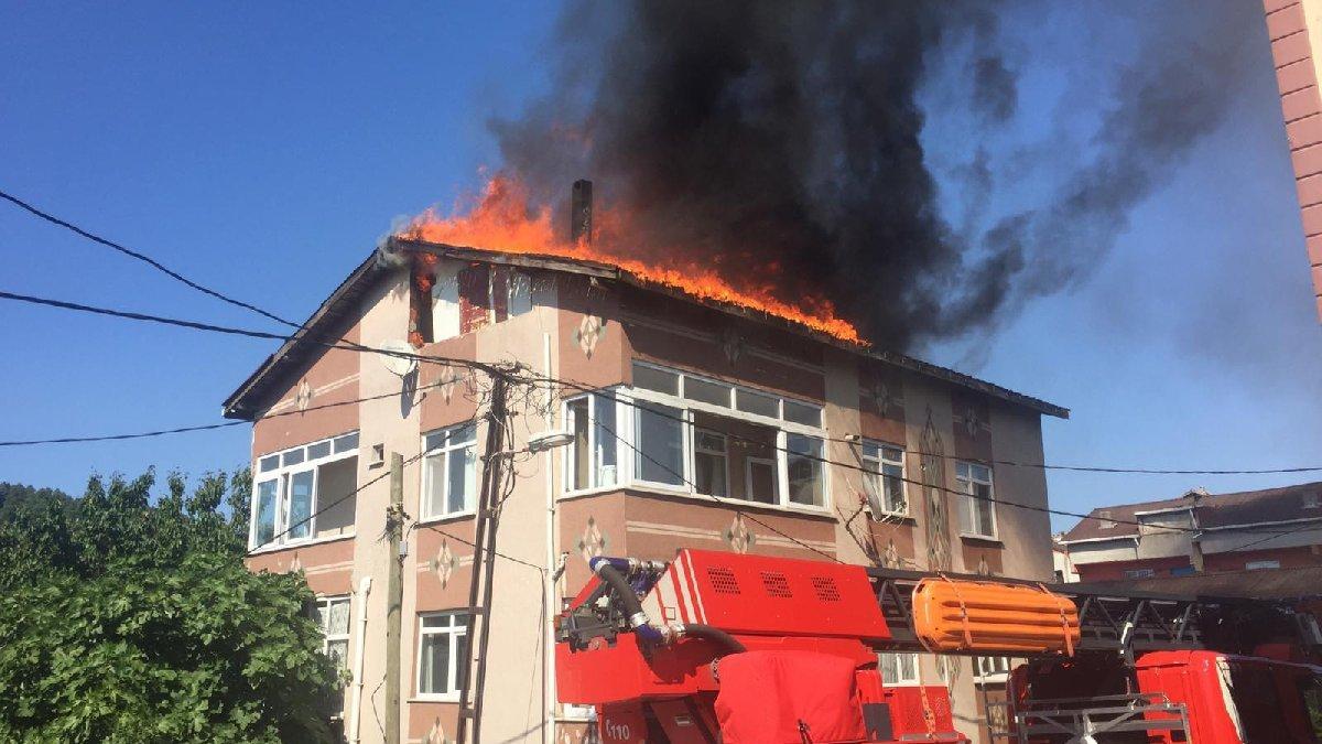 Ümraniye'de bir binanın çatısında yangın!