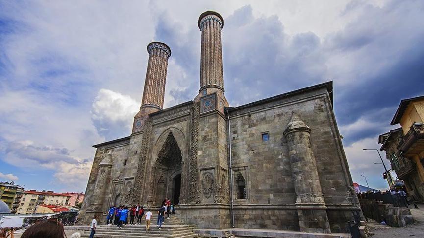 Erzurum'daki Selçuklu şaheseri Çifte Minareli Medrese