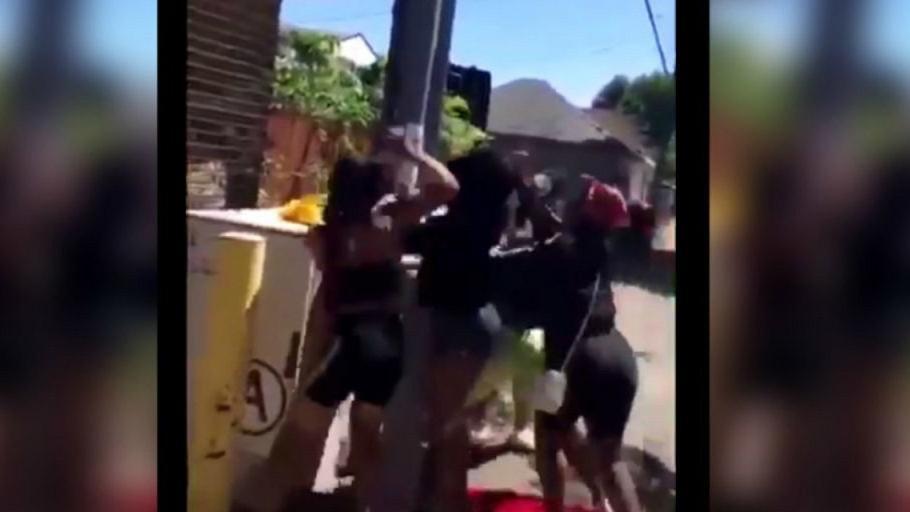 Kan donduran görüntü! Engelli kızı feci şekilde dövdüler