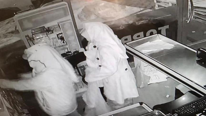 Polis başörtülü erkek hırsızları arıyor