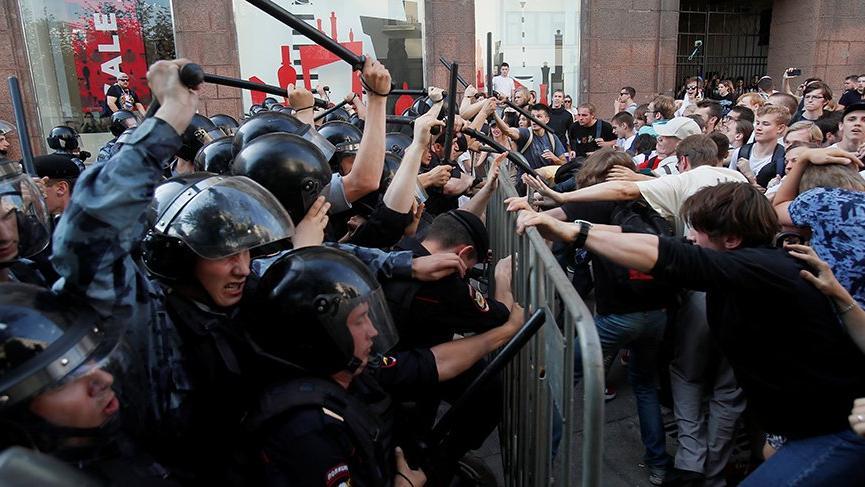 Moskova sokakları karıştı!