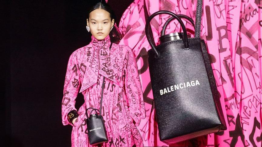 Balenciaga 4 bin TL'ye su şişesi kılıfı çıkardı