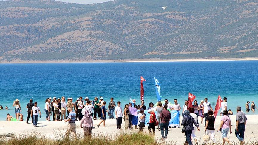 CHP'den Salda Gölü eylemi: Salda'ya dokunma!