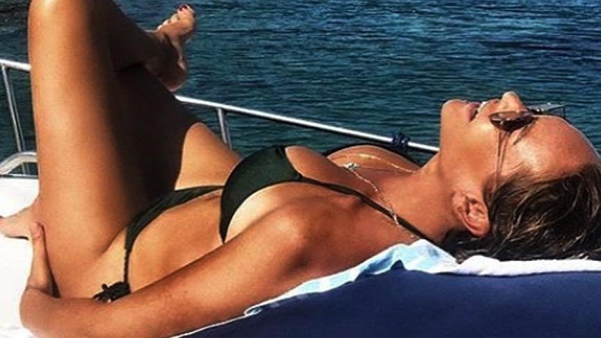Hülya Avşar'dan bikinili hodri meydan