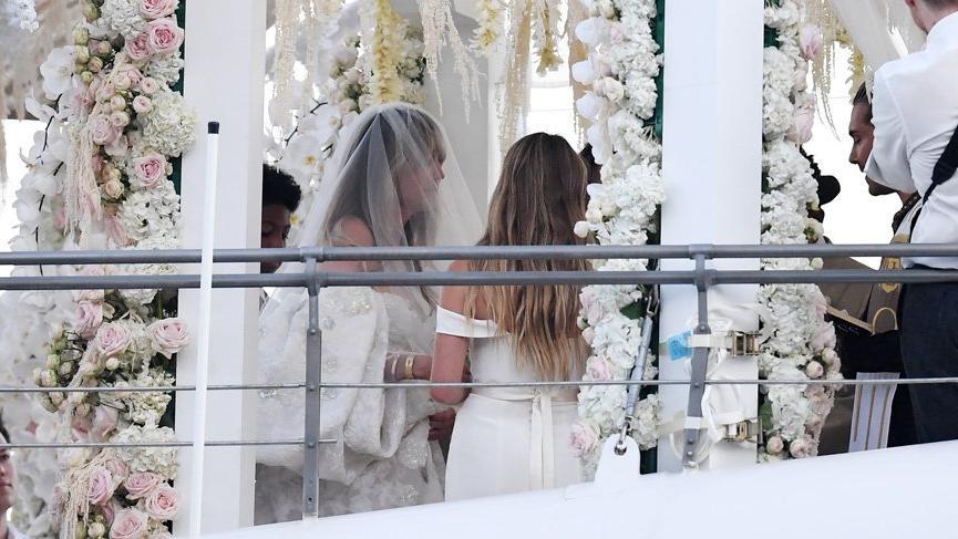Heidi Klum Tom Kaulitz ile evlendi, gelinliği beğenilmedi