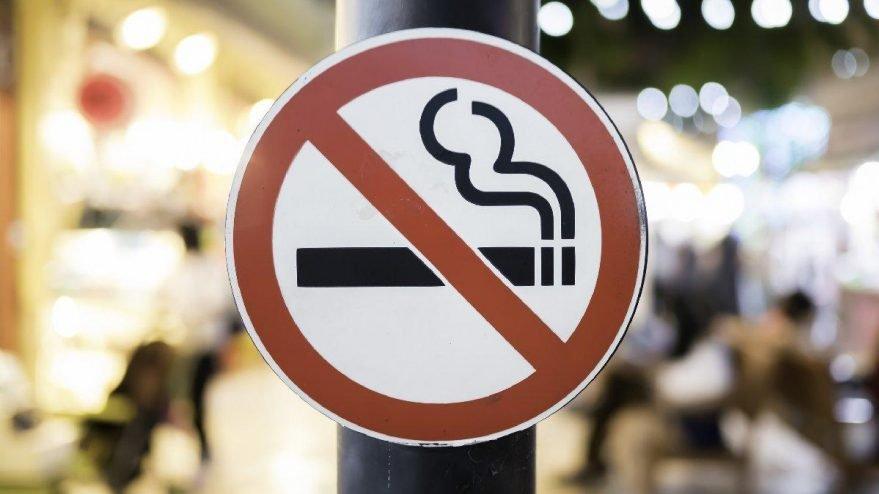 Sigaraya zam geldi, vatandaşlar sigara bırakma hattına koştu