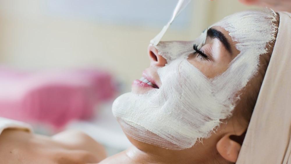 Yüzdeki yağ bezeleri için cilt maskesi nasıl yapılır?