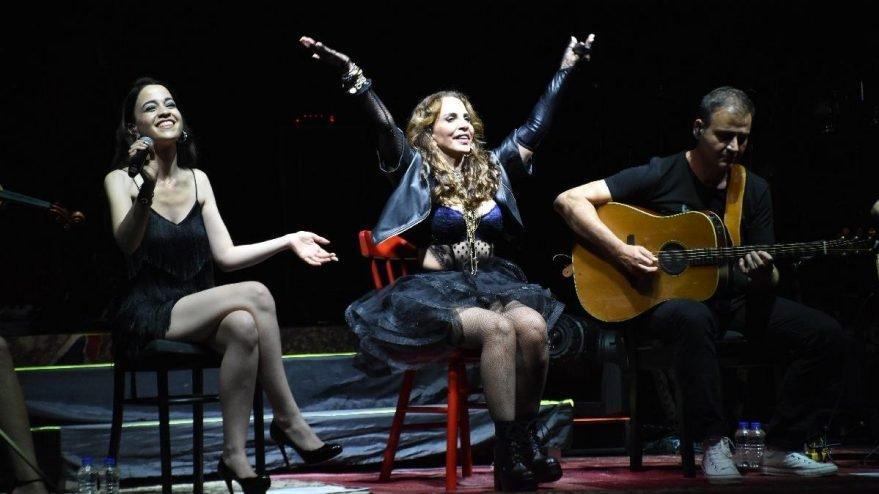 Sertab Erener'den vokalistine destek