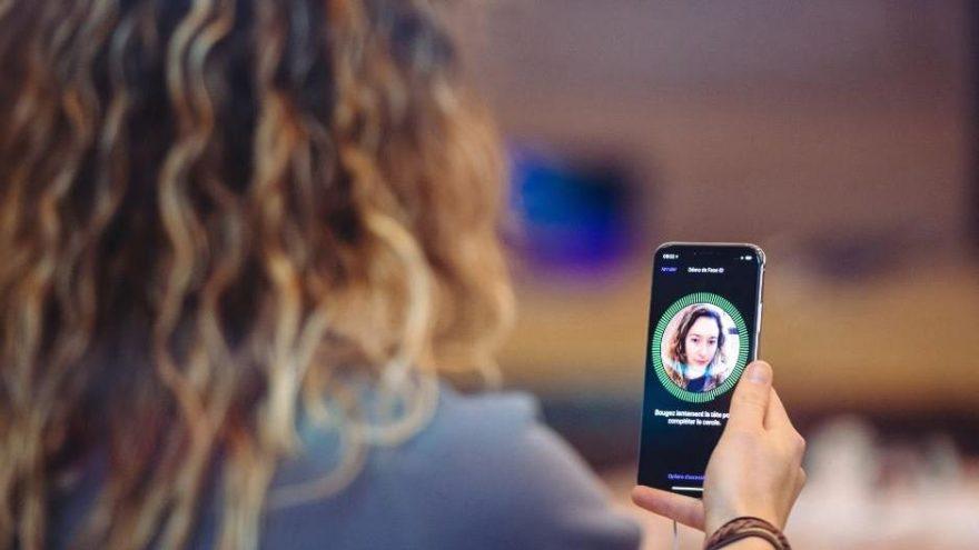 Apple'in güvenli FaceID'si 'uyuyarak' kırıldı!