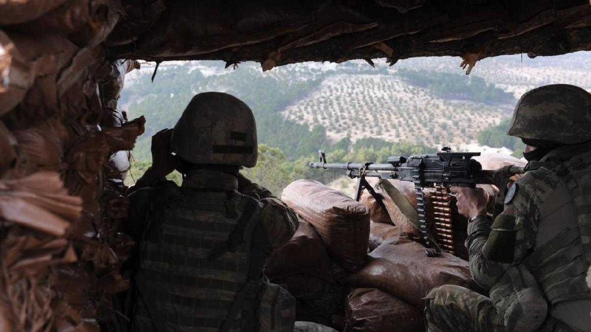 Hakkari'de üs bölgesine saldıran teröristler öldürüldü