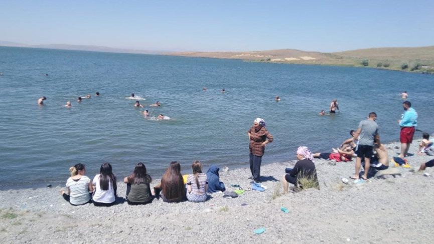Hassas alan olarak ilan edilmişti… Çıldır Gölü çevresi çöplüğe döndü