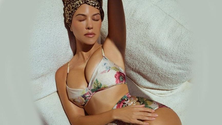 Kourtney Kardashian kalçasındaki çatlakları gösterdi takdir topladı