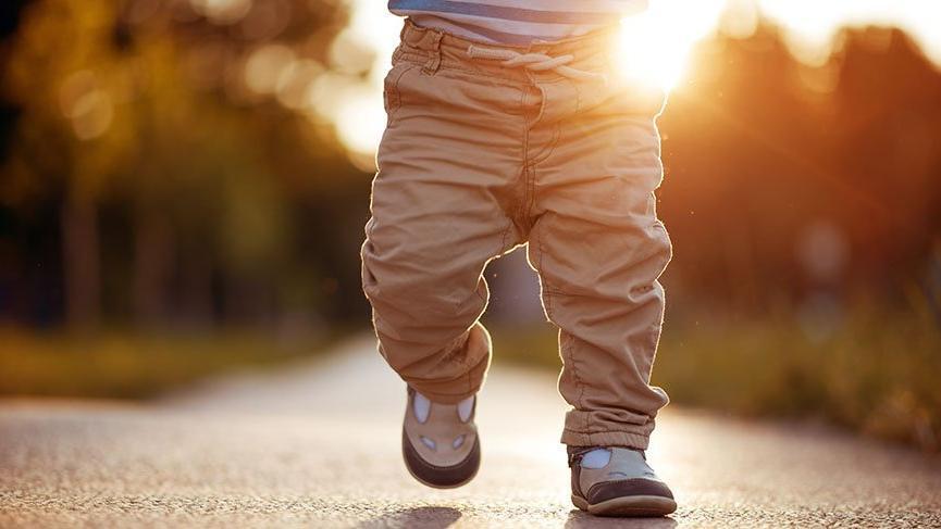 Bebekler kaç aylıkken yürümeye başlar? Bebekler genellikle ne zaman yürümeye başlar?