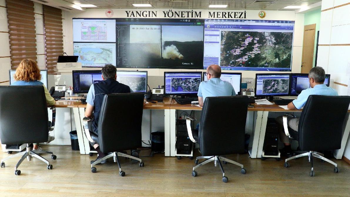 İzmir'deki yangın kısmen kontrol altına alındı!