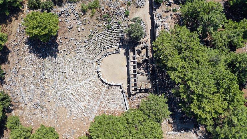 Zeus'a adanan tapınağın peşindeler