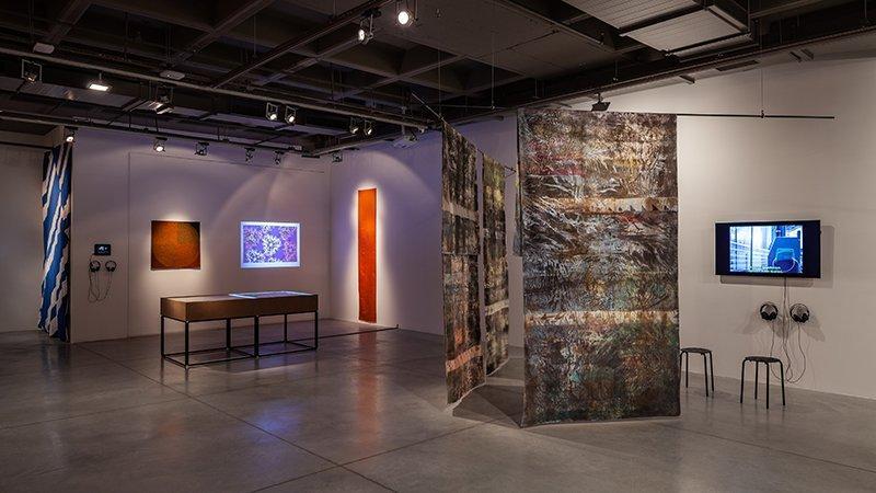 """""""İplikten Çözülenler: Tekstilde Küresel Anlatılar"""" sergisini 160 bin kişi gezdi"""