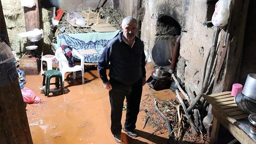 Sel felaketi! Evler su altında kaldı, hayvanlar telef oldu