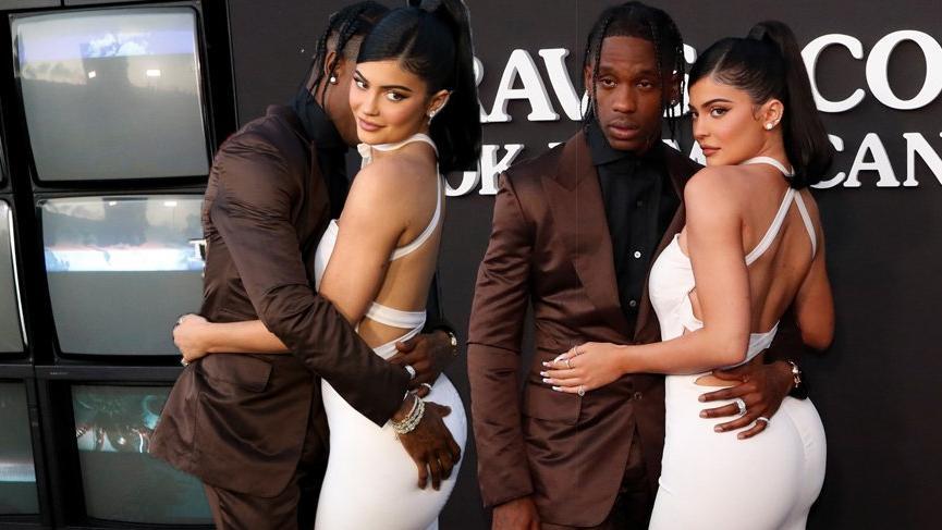 Kylie Jenner sevgilisi Travis Scott'u Look Mom I Can Fly galasında yalnız bırakmadı