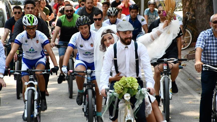 Bursa'da bisikletli düğün konvoyu