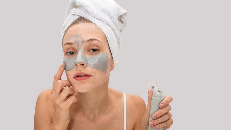 Hücre yenileyici gözaltı maskesi nasıl yapılır?