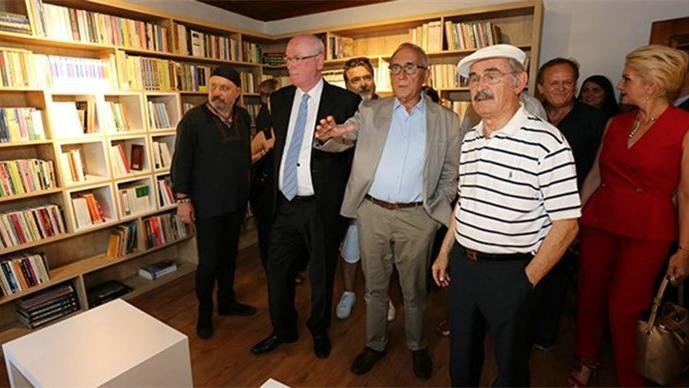 Ataol Behramoğlu'nun arşivinden oluşan kütüphane