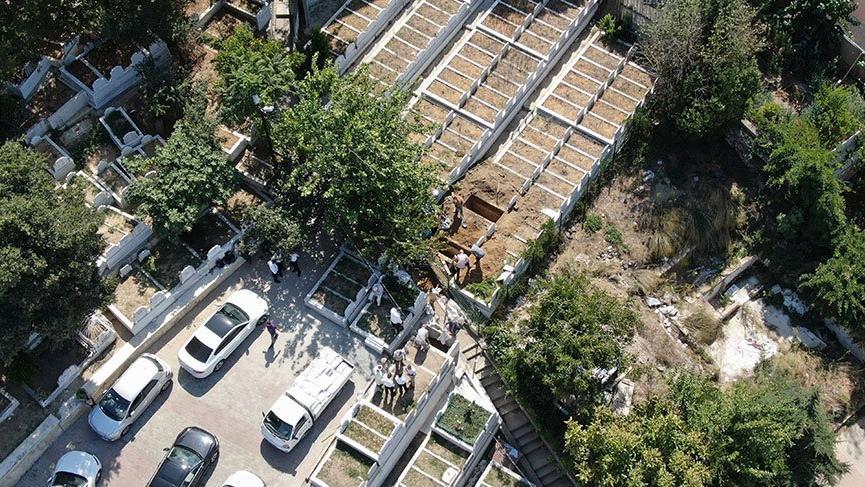 Eyüp Kabristanı sınırındaki tarihi eser tescilli binayı yıkıp, özel mezarlık diye sattılar