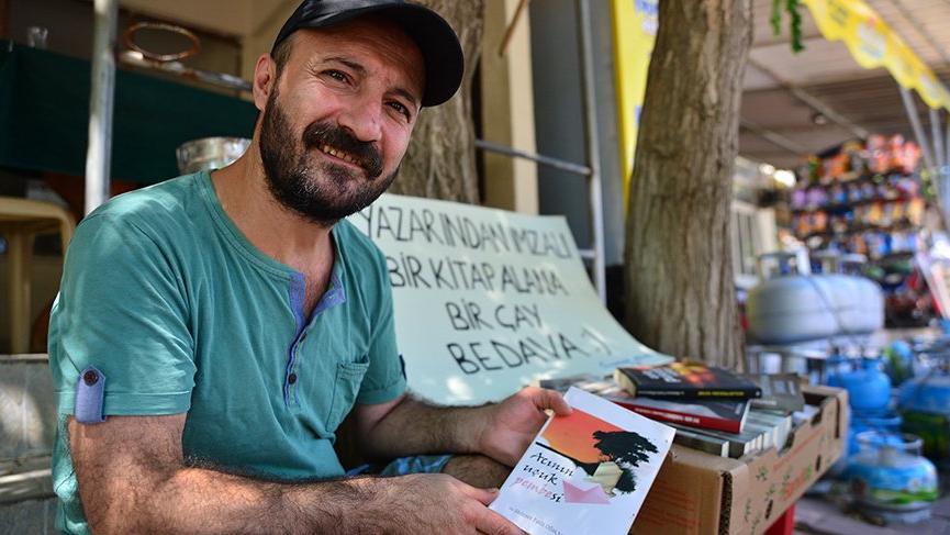 Mehmet Fatih Oflaz garsonluk ve yazarlığı birlikte götürüyor! 11 Romanı var