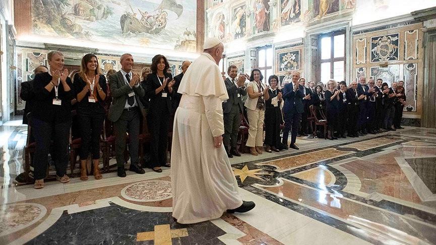 Papa, Vatikan'da aşırı harcamalardan şikayetçi