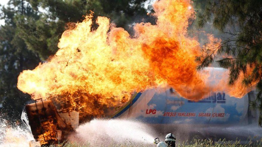 Antalya'da alev alan LPG tankeri büyük korku yaşattı!