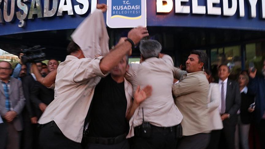 CHP lideri Kılıçdaroğlu'na yumurtalı saldırı!