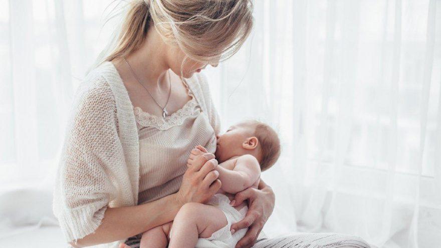 Bebekler kaç yaşına kadar emzirilmeli? Ne zaman katı gıdaya başlanmalı?