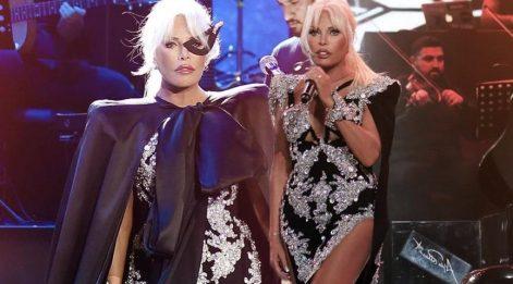 Ajda Pekkan konser kostümleriyle beğeni topladı