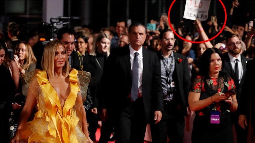 Jennifer Lopez hayvan hakları aktivistleri tarafından protesto edildi