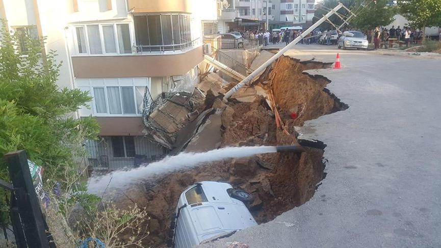 İzmir'de korku dolu anlar! İstinat duvarı çöktü