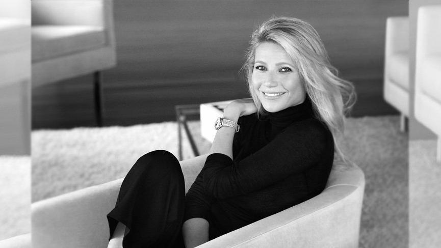 Gwyneth Paltrow'dan çıplak yoga pozu