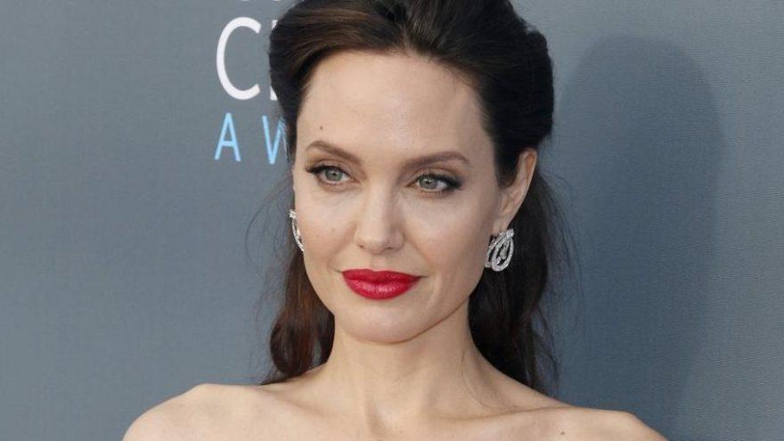 Angelina Jolie'nin oğlu Maddox, Brad Pitt ile ilgili sessizliği bozdu