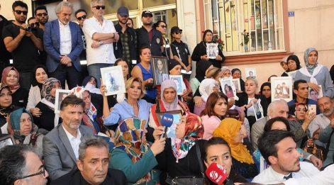 Sanat camiasından, ailelerin HDP önündeki eylemine destek