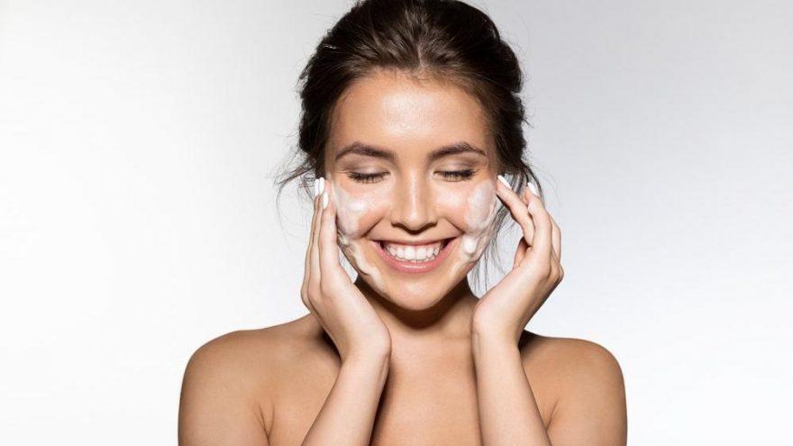 Yüz gençleştirme teknikleri nelerdir? İşte doğal yollarla yüz gerdirme yöntemleri…