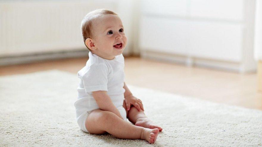 Bebek oturma aşamaları nasıl başlar? Bebekler ne zaman oturur?