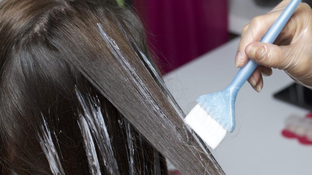 Evde doğal yollarla saç rengi nasıl açılır? Boyalı ve boyasız saç rengi açma yöntemleri…
