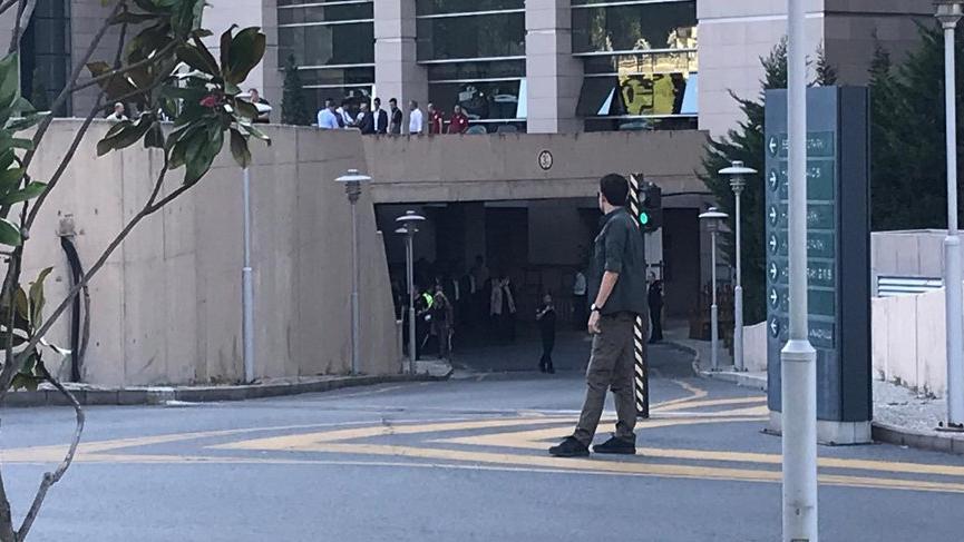 Çağlayan Adliyesi'nde silah sesleri: Güvenlikçi kendini vurdu