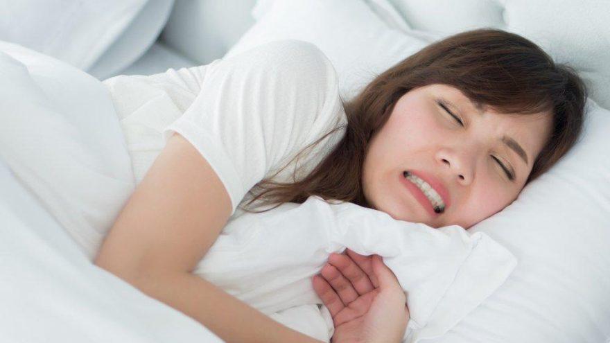 Gece uykuda dişlerimizi neden sıkarız?