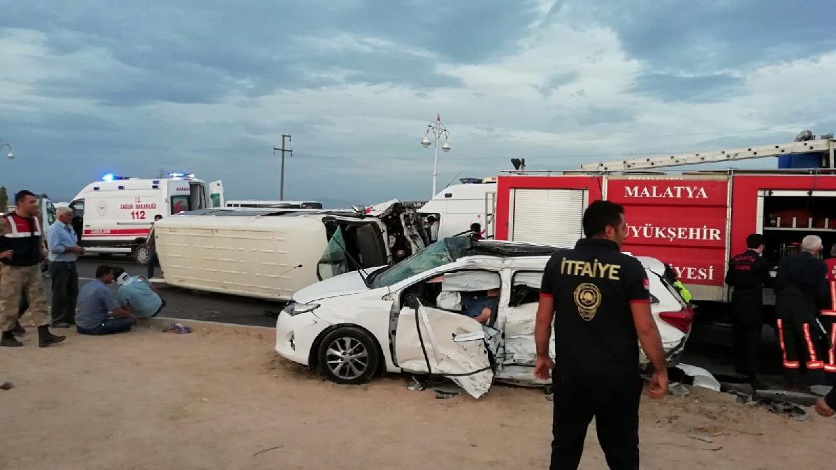 İşçi servisi kazasında 2 ölü 16 yaralı!
