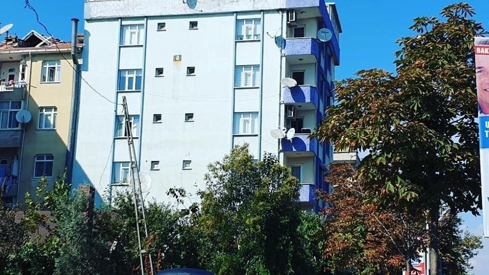 AFAD: Şirinevler'de bir bina yan yattı