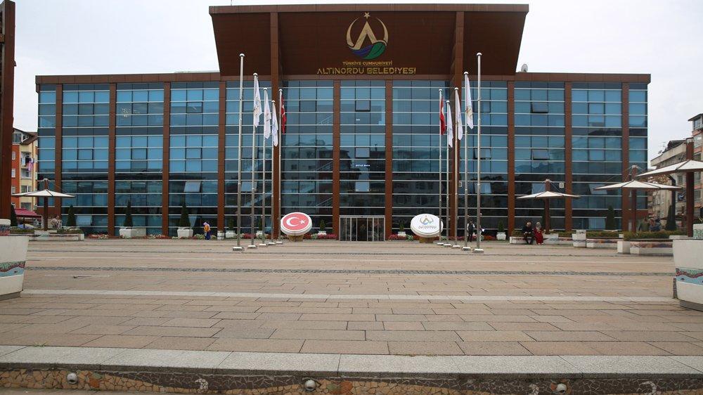 CHP önerdi AKP kabul etti: Belediye tabelaya T.C.'yi ekledi