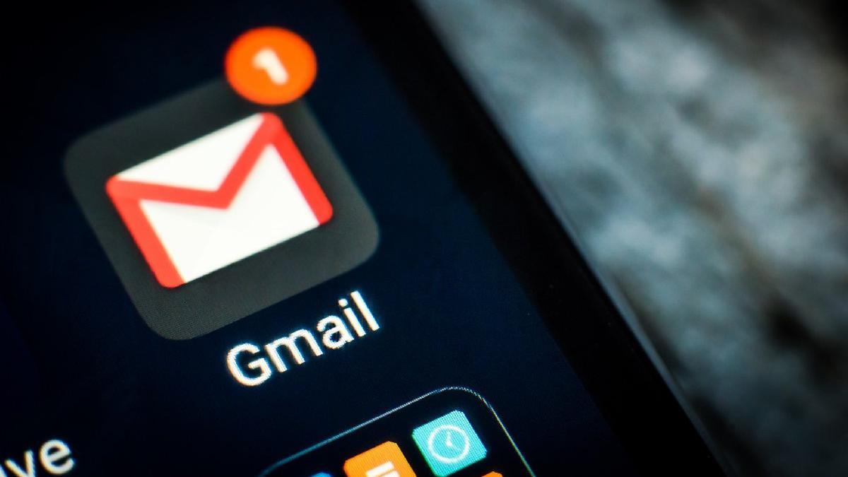 Gmail'e karanlık mod geldi!
