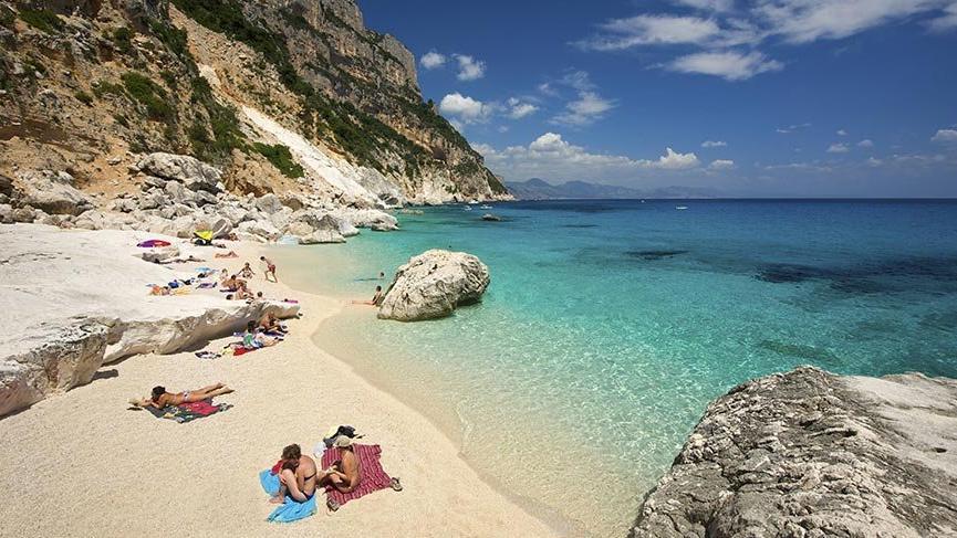 Sardinya Adası'nın plajlarından kum almanın cezası 3000 Euro
