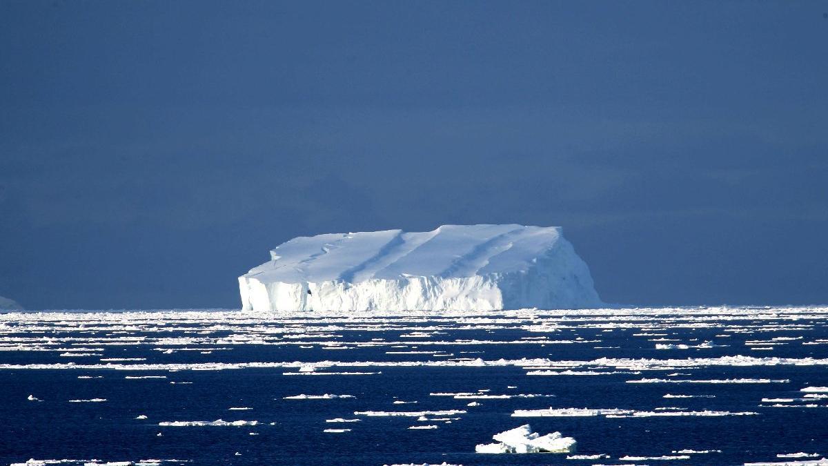 Antarktika'da dev buzul dağı ana karadan koptu