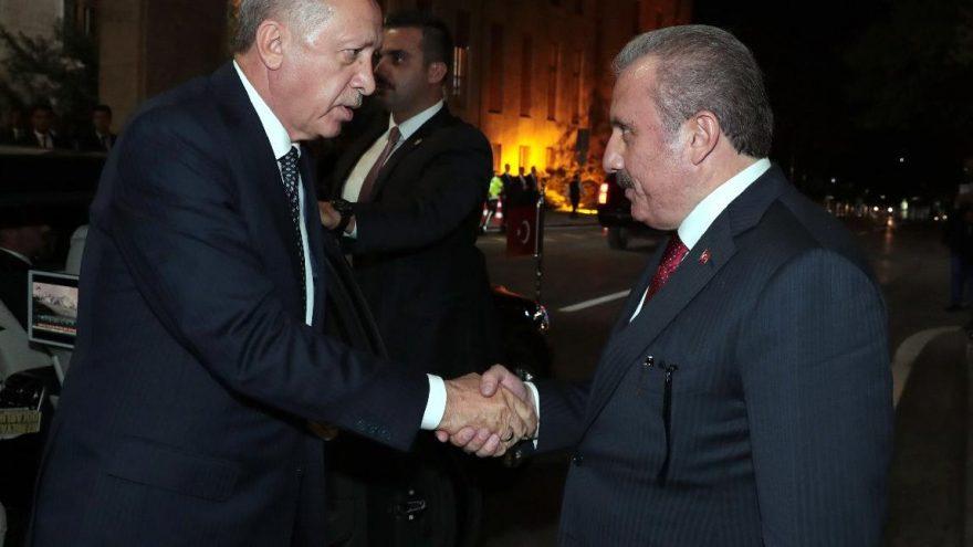 AKP cephesinde yüzde 50+1 polemiği: Meclis Başkanı da 'mevcut sistem' dedi