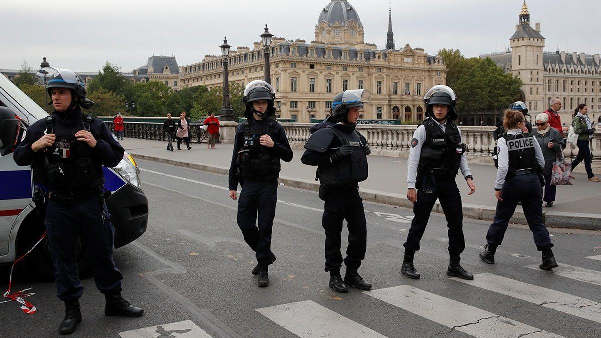 Paris'te polis merkezine saldırı: En az 4 ölü